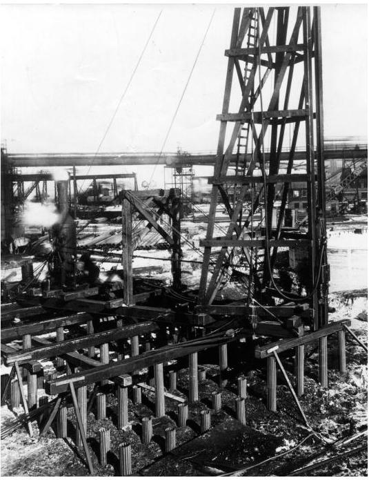 Figure 1-4 Skid Rig with Vulcan Hammer driving Monotube Piles