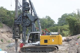 LB 24 drilling rig in operation on Mota-Engil highway project, Mexico