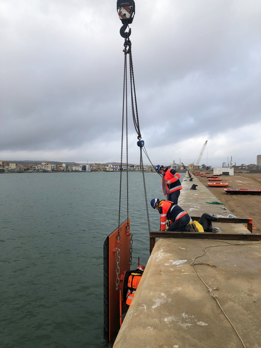 Supervised installation of the first SFT Cone Fender System for Port-La Nouvelle in France
